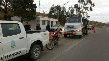 Camionero fue descubierto sin licencia en control y debió intervenir la policía
