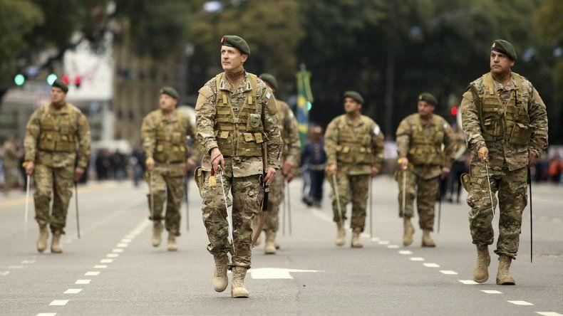 La avenida del Libertador se había convertido durante los últimos tres años en el escenario del desfile militar por el 9 de Julio.
