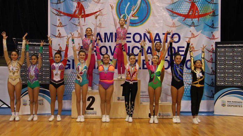 Las escuelas de gimnasia aeróbica de Comodoro Rivadavia y Rada Tilly mostraron sus destrezas en el Complejo Huergo.