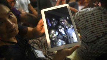 Murió un buzo tras llevarle oxígeno a los chicos atrapados en la cueva de Tailandia