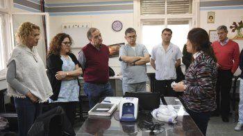 El intendente Carlos Linares ayer entregó al área de Pediatría del Hospital Regional un equipo de alto flujo que permitirá asistir a lactantes.