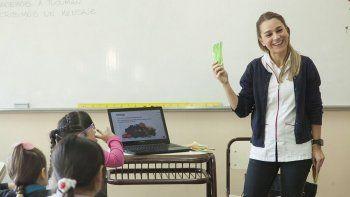 La charla estuvo a cargo de la licenciada en Nutrición Florencia Koll, y estuvo dirigida a niños de entre 6 y 9 años de la Escuela Provincial 12.