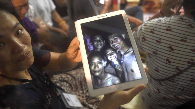 Tailandia: Ya rescataron a cuatro chicos