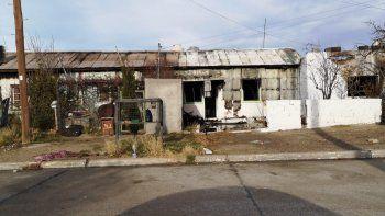 se incendiaron dos casas y perdieron todo