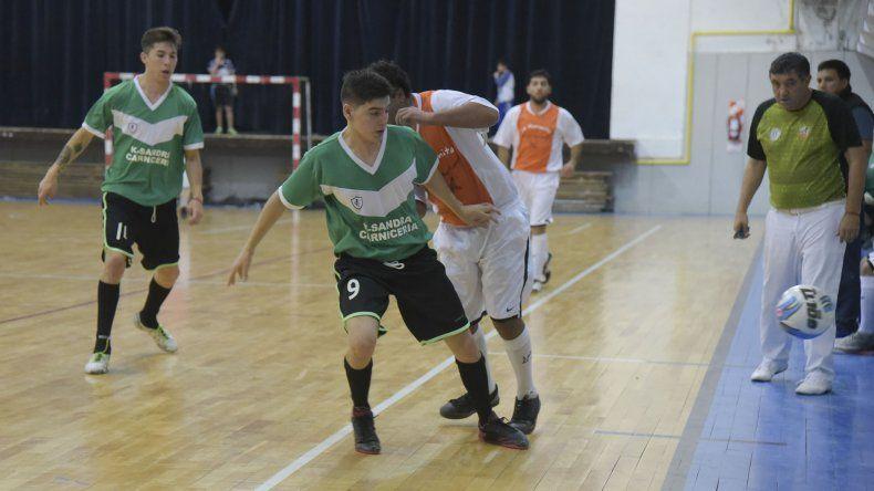El torneo Apertura de fútbol de salón continuó el fin de semana con una intensa jornada de partidos.