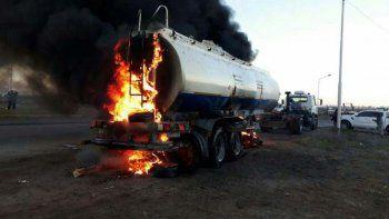 camioneros incendian vehiculo por 35 despidos