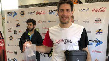 El rosarino Robertino Pezzota, flamante ganador en Primera categoría de la tercera fecha del Circuito Patagónico de squash.