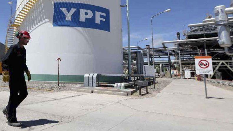 Durante los primeros dos años del gobierno de Mauricio Macri se perdieron 4.661 puestos de trabajo en la industria petrolera de Chubut y Santa Cruz.