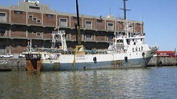 En Puerto Madryn esperaban la llegada de los sobrevivientes del buque español hundido frente a las costas de Comodoro Rivadavia.
