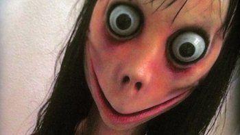Apareció el Momo de WhatsApp en la vida real y aterrorizó a un joven