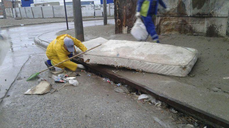 El INTA pronosticó lluvias para este sábado en toda la provincia y el municipio realizó tareas de sumideros para evitar inconvenientes.