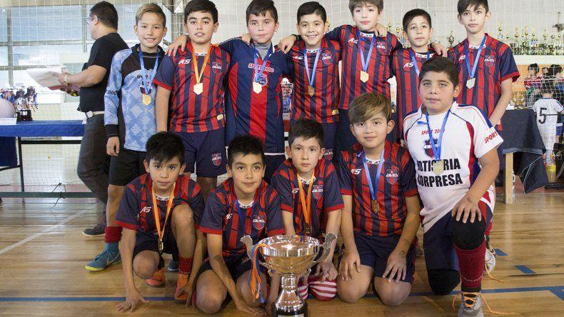 Uno de los equipos que se consagró campeón en el torneo oficial de fútbol de salón que organizó la CAI.