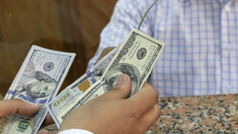 El dólar terminó debajo de 28 pesos