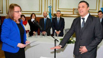 La gobernadora Alicia Kirchner tomó juramento a Teodoro Camino como titular del recientemente creado Ministerio de Trabajo.