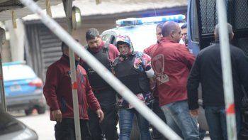 El momento en que Pity Alvarez es trasladado al penal de Ezeiza en la tarde del viernes.