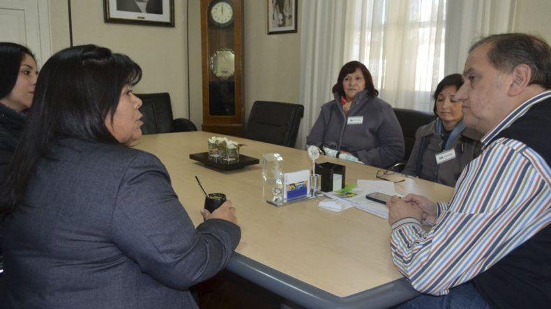 El intendente Carlos Linares se reunió ayer con integrantes de la Cooperativa Jointex.
