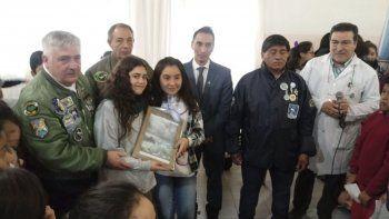 Los excombatientes Mario Gianelli, José Crea y Marcelino Curamil, junto con el abogado Pablo Garay, presentaron en Perito Moreno la muestra Malvinas para todos.