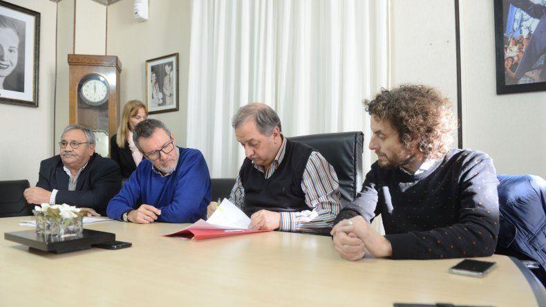 En el municipio se suscribieron nuevos contratos para realizar diversas obras en la ciudad.
