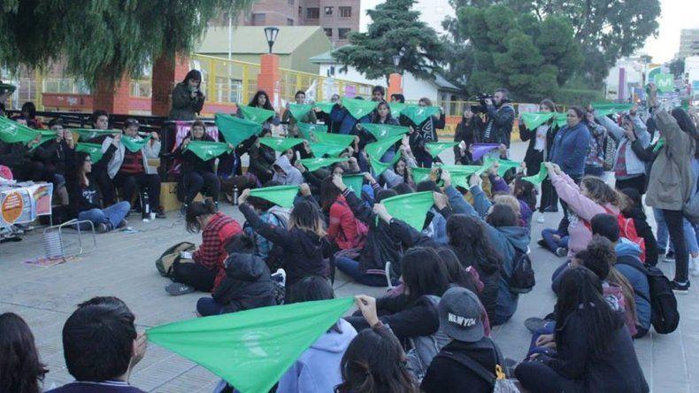 Hoy hay un encuentro a favor del aborto en Plaza Kompuchewe