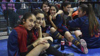 Uno de los grupos de chicas que participó del segundo encuentro formativo-recreativo de fútbol de salón femenino que se realizó el sábado en la CAI.
