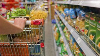 El rubro de alimentos y bebidas subió un 5,2% en junio, según el INDEC.