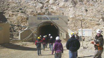 La minería dejaría solamente una ganancia de 13 millones de dólares anuales para Chubut, mientras que Nación se llevaría 41,2 millones de dólares anuales.