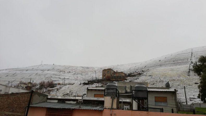 Comodoro amaneció nevado