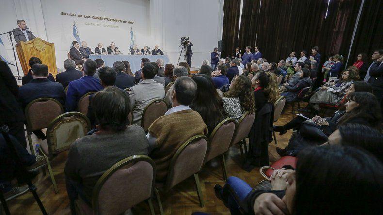 El gobernador Arcioni abogó para que los niños sean educados en las escuelas y tengan contención familiar.