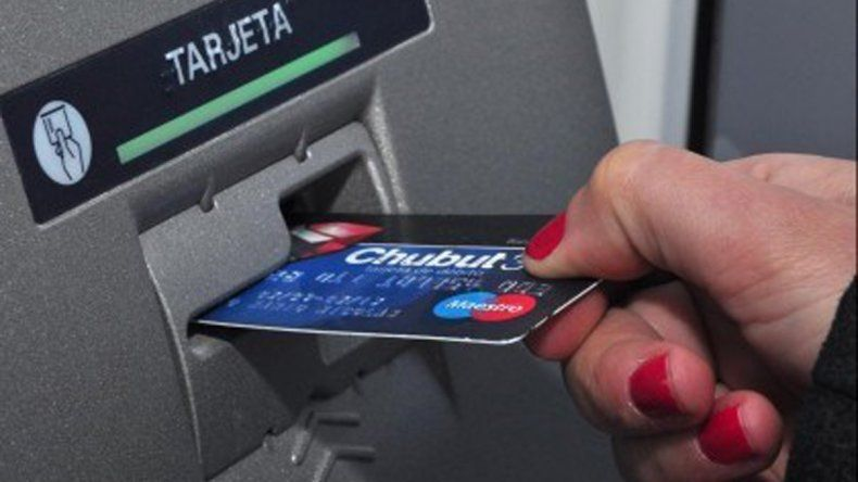 Denunció que su expareja y familiares le pegaron para quitarle una tarjeta de débito