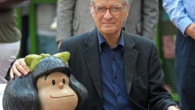 Quino se quejó de los que usaron a Mafalda con el pañuelo celeste