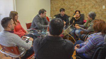 Trabajadores del Servicio Meteorológico Nacional y del plan de vuelo se dirigieron al Concejo Deliberante para visibilizar su reclamo por las malas condiciones del Aeropuerto Mosconi.