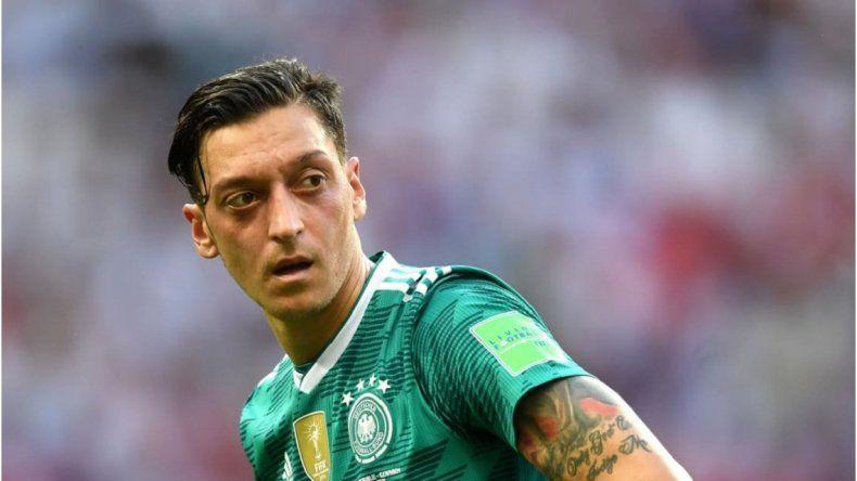 Escándalo en Alemania: Özil denunció racismo y renunció a la selección