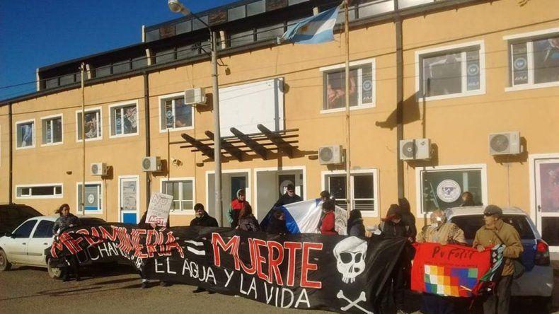 Ambientalistas se manifestaron por el No a la Mina en Petroleros