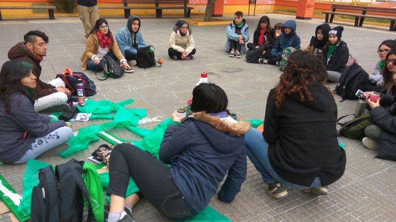 En Comodoro Rivadavia se llevó a cabo una nueva jornada de concientización sobre el proyecto de ley de interrupción voluntaria del embarazo.