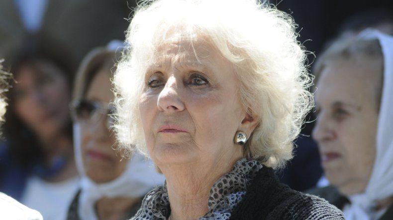 Estela de Carlotto calificó como escandaloso al anuncio de Macri.