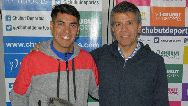 El atleta Gerardo Haro junto a David Cárdenas