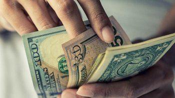 el dolar sigue en alza y avanza 43 centavos a $ 40,67