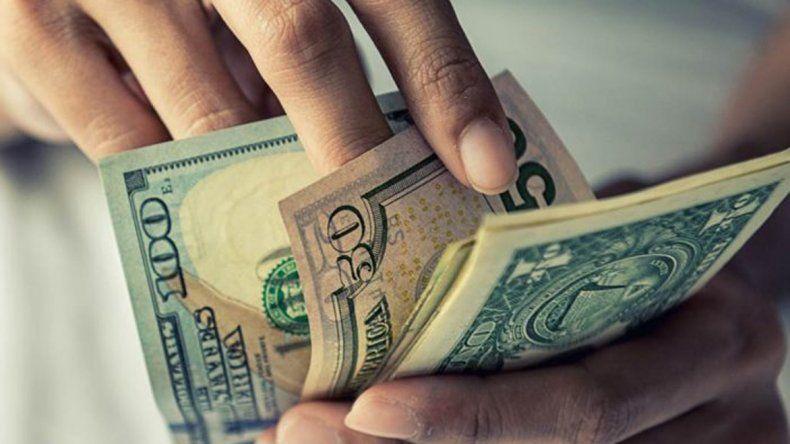 En el final de una semana agitada, el dólar baja 10 centavos a $ 30,39