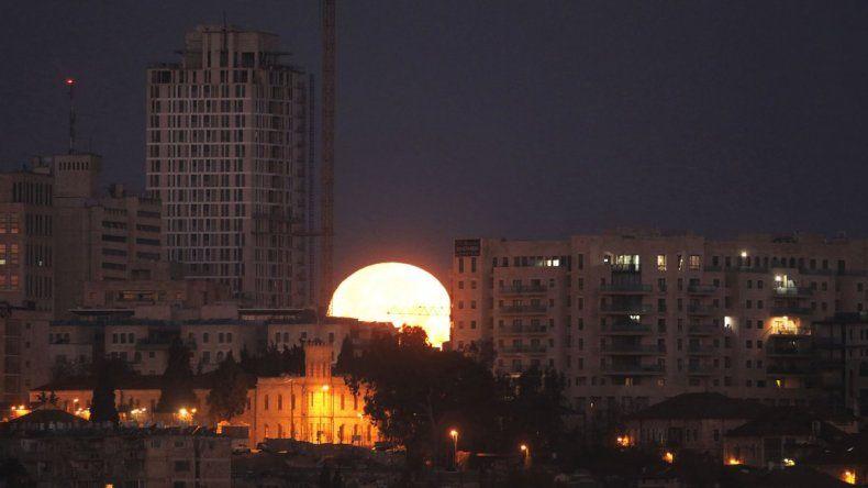 Mañana podrá verse el eclipse lunar más largo del siglo