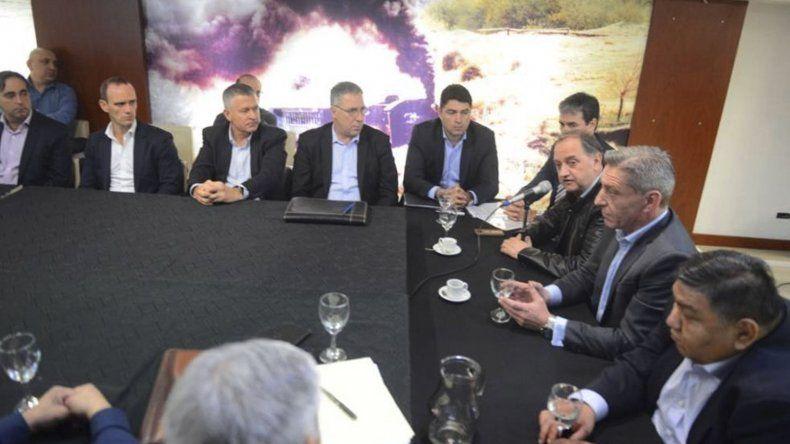La firma del acuerdo que se celebró ayer en la Casa del Chubut