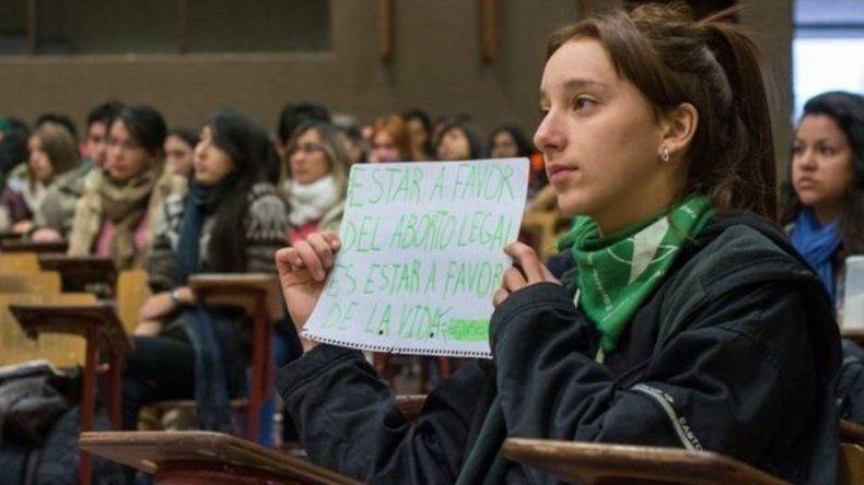 La adolescente salteña que habló en el Senado fue expulsada de su colegio