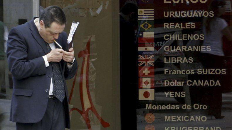 El dólar cerró la semana con una nueva baja