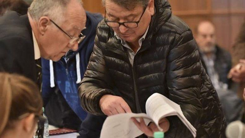 Víctor Cisterna junto a su abogado defensor.