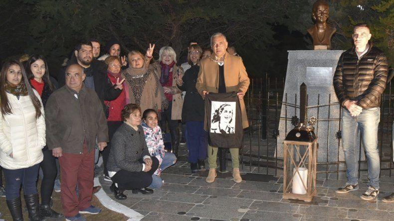 El PJ de Cañadón rindió homenaje a la abanderada de los humildes