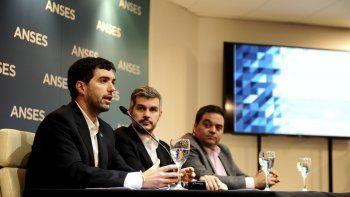 Emilio Basavilbaso, titular de la ANSeS, junto al jefe de Gabinete, Marcos Peña y al ministro de Trabajo, Jorge Triaca.