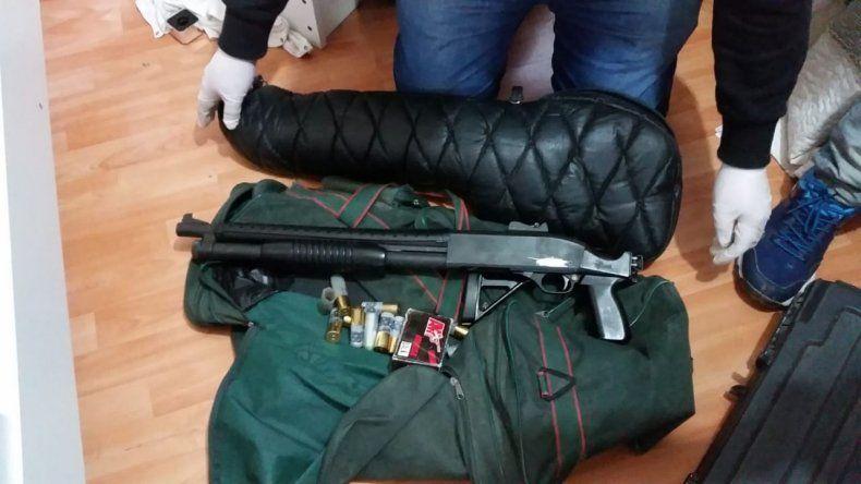 La Brigada secuestró cuatro armas