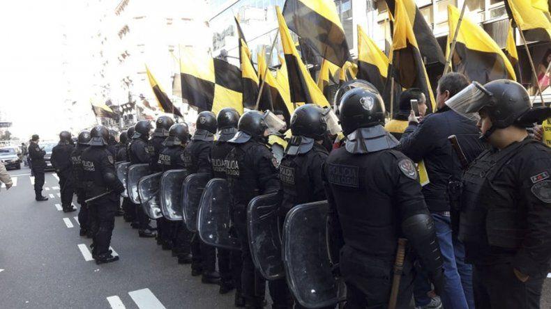 En Mendoza la Cámara de Senadores aprobó el servicio Uber y hubo resistencia de taxistas.