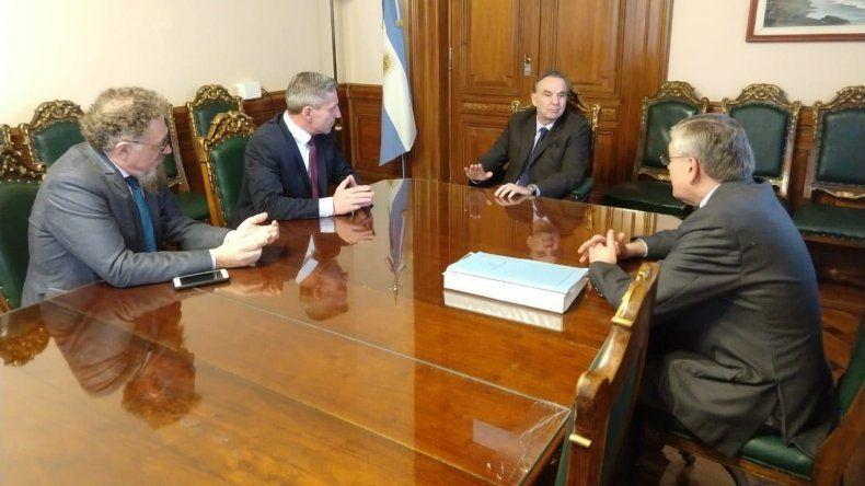 El rionegrino Pichetto comparte la iniciativa de conformar un bloque patagónico para resistir el ajuste que busca imponer Macri.