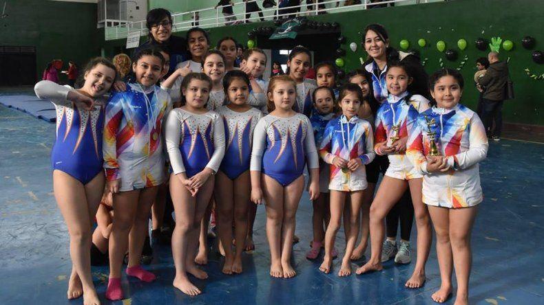 Alrededor de 350 nenas se dieron cita en el gimnasio municipal 3.