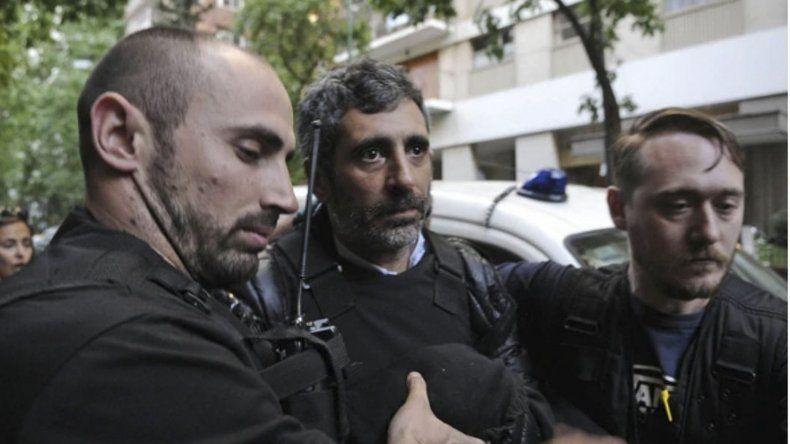 El momento en que se produce la detención de Roberto Baratta.